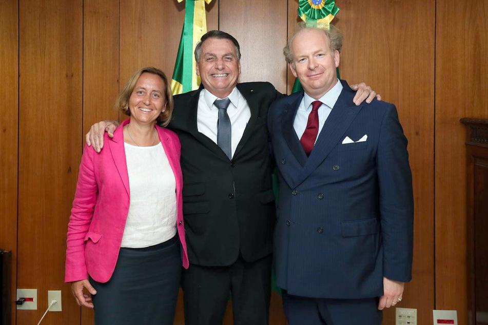 Beatrix von Storch (50, l.), stellvertretende AfD-Vorsitzende, Jair Bolsonaro (66, M), Präsident von Brasilien, und Sven von Storch (51, r.), Ehemann von Beatrix, stehen im Präsidentenpalast zusammen.