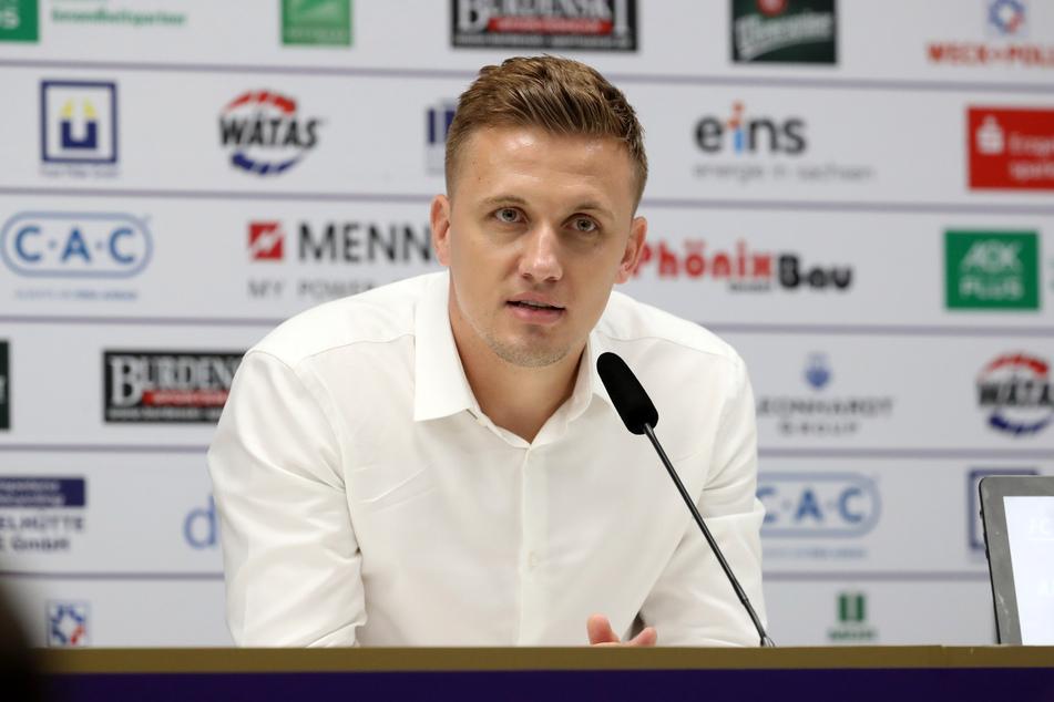 Aleksey Shpilevski (33) während der Pressekonferenz.