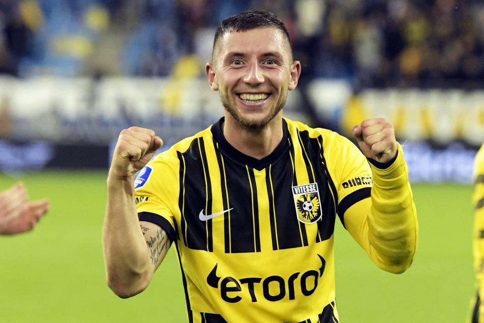 De Duitse linksback Maximilian Vitek (26) scoorde een tweehonkslag en Vitesse Arnhem scoorde in de groepsfase van de European Conference League.