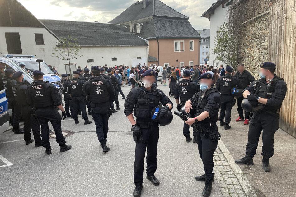 In der erzgebirgischen Bergstadt Zwönitz kam es bei Corona-Demonstrationen zur Eskalation.