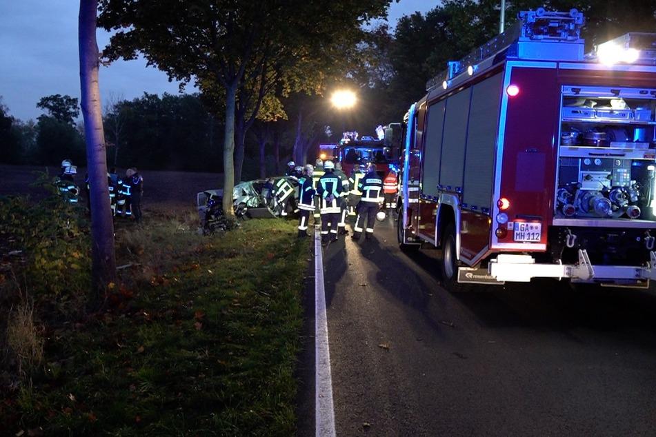 Den Beifahrer des Unfallwagens konnten die Einsatzkräfte nur noch tot bergen.