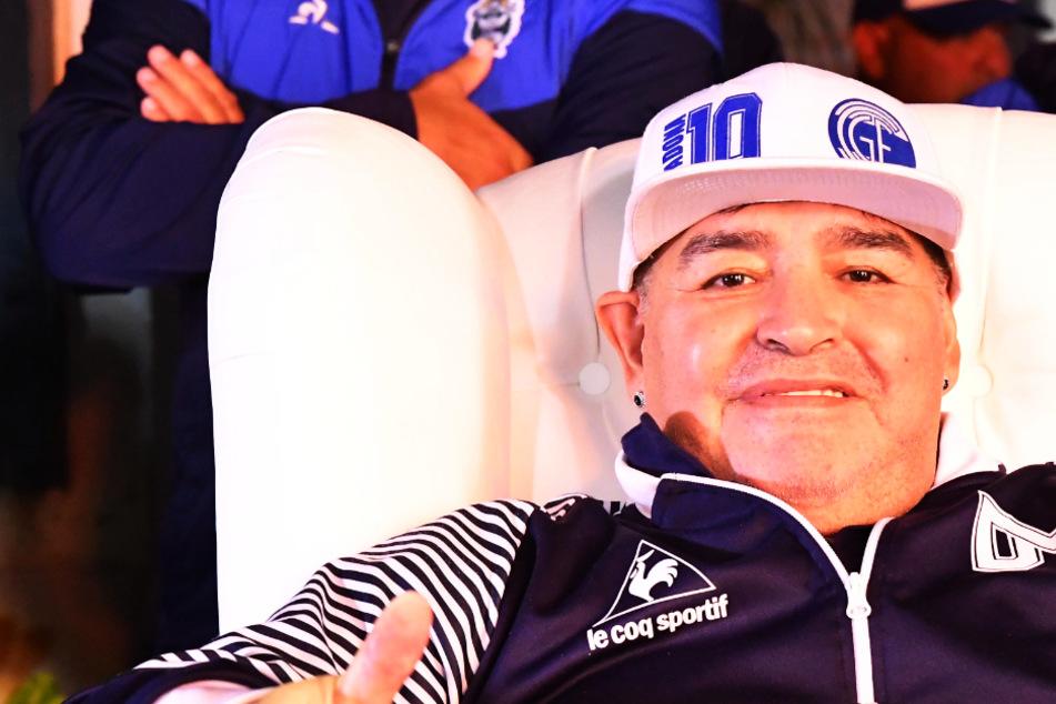 Diego Maradona hilft in der Corona-Krise den Armen! Signiertes WM-Trikot für eine Suppenküche