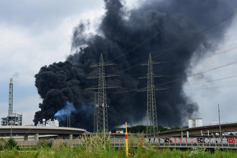 Am Donnerstag will die Polizei den Explosionsort im Leverkusener Chempark untersuchen.