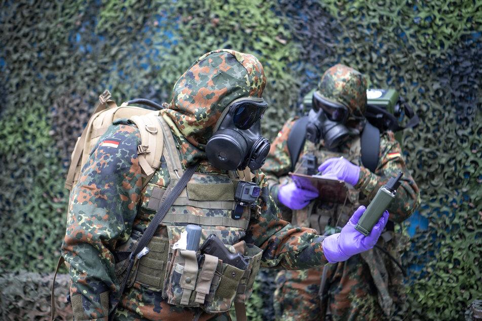 Soldaten des ABC Abwehrbataillon 750 in Bruchsal trainieren einen Einsatz im Bereich der Biowaffenabwehr.