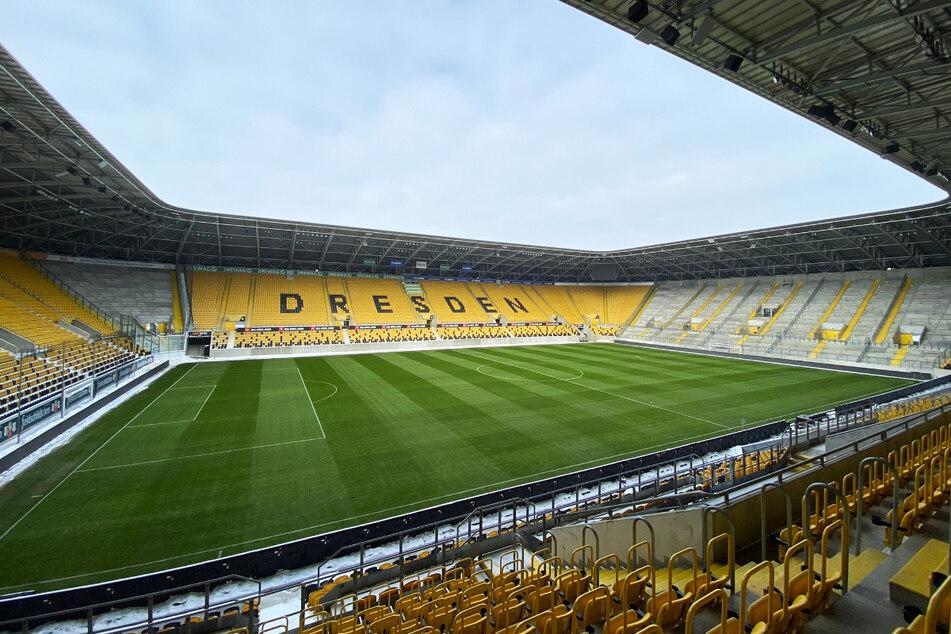Der Schnee ist weg, der Rasen wieder grün! Im Harbig-Stadion kann bei diesen Bedingungen gegen Lübeck gespielt werden.