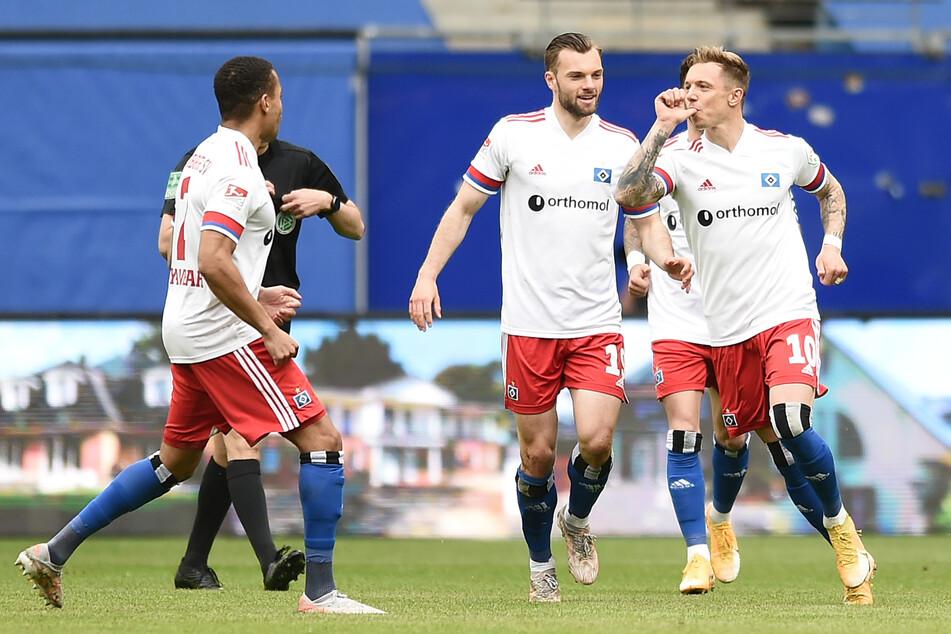 HSV-Edeltechniker Sonny Kittel (28, r.) hat dem Auftaktspiel gegen den FC Schalke 04 in nur zwölf Minuten seinen Stempel aufgedrückt. (Archivfoto)
