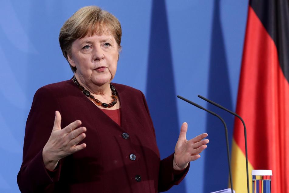 Bundeskanzlerin Angela Merkel (66, CDU) am Freitagabend auf der Pressekonferenz.
