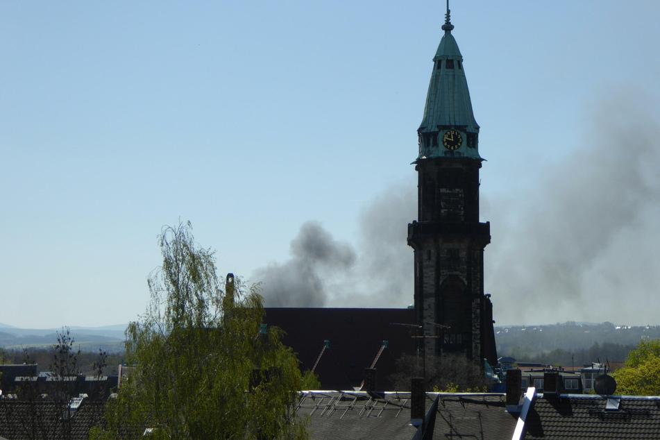 Dunkle Rauchsäule über Zwickau: Brandstiftung?