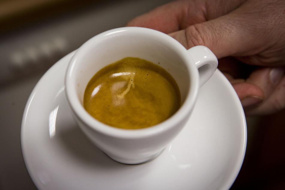"""Un caffé? Der Espresso gehört gerade in Italien zum """"Grundnahrungsmittel"""". Das darf er schienbar auch sein."""