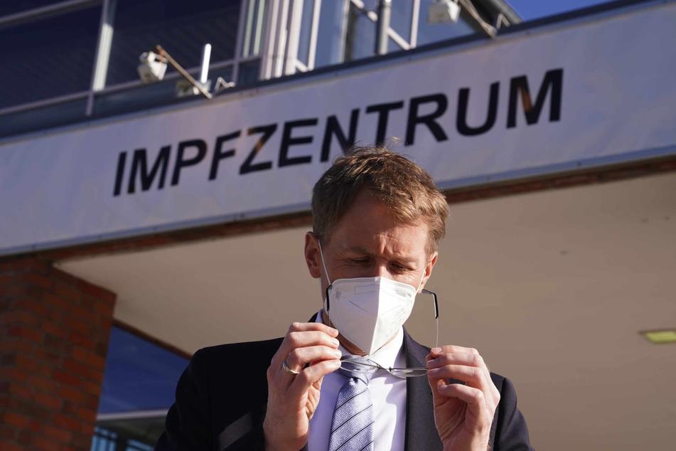 Daniel Günther (CDU), Ministerpräsident von Schleswig-Holsteins, sieht es als Bürgerpflicht an, dass sich die Menschen impfen lassen.