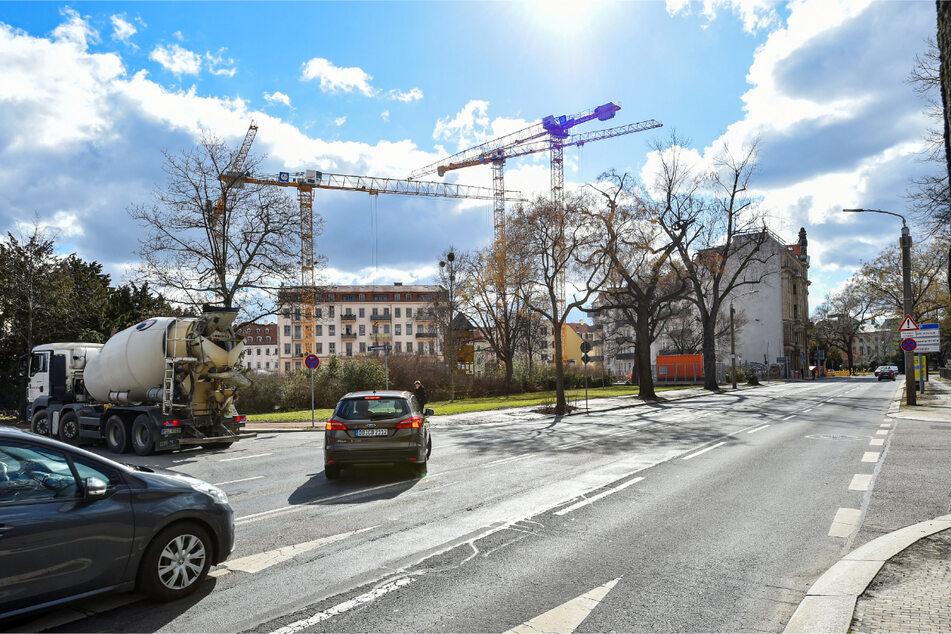 Wer auf der Hainstraße in Richtung Palaisplatz fährt, kann auch weiter links abbiegen.