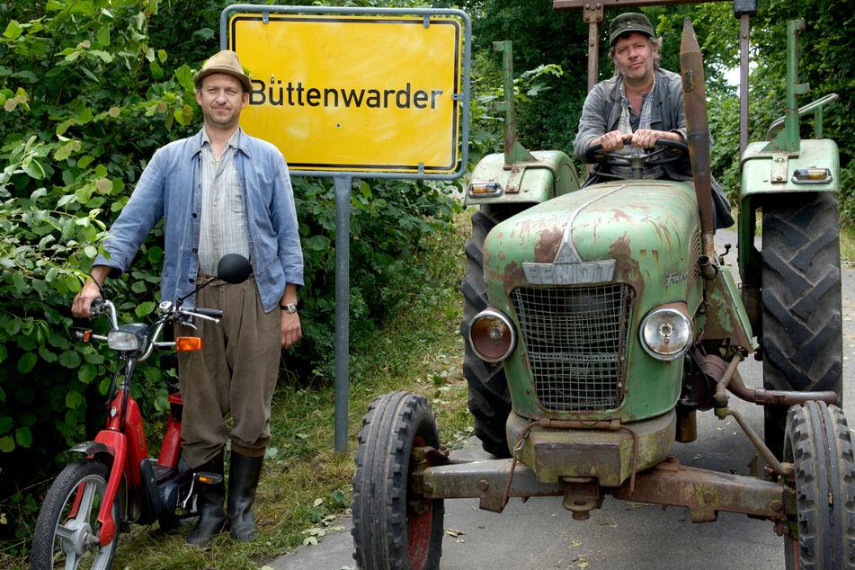 """Peter Heinrich Brix (65, links) und Jan Fedder (†64) spielten jahrelang zusammen in """"Neues aus Büttenwarder"""". (Archivbild)"""