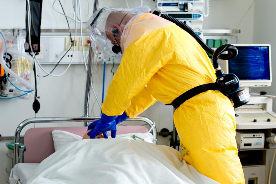 Die Verweildauer auf Intensivstationen nach einer Covid-19-Erkrankung beträgt im Schnitt 15,5 Tage. (Symbolbild)
