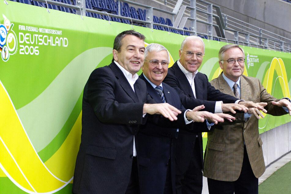 Welchen Rollen der damalige Vizepräsident Wolfgang Niersbach (l.), Vizepräsident Theo Zwanziger (Z. v. l.), Präsident Franz Beckenbauer (Z. v. r.) und der 1. Vizepräsident Horst R. Schmidt spielten, ist bis heute ungeklärt.