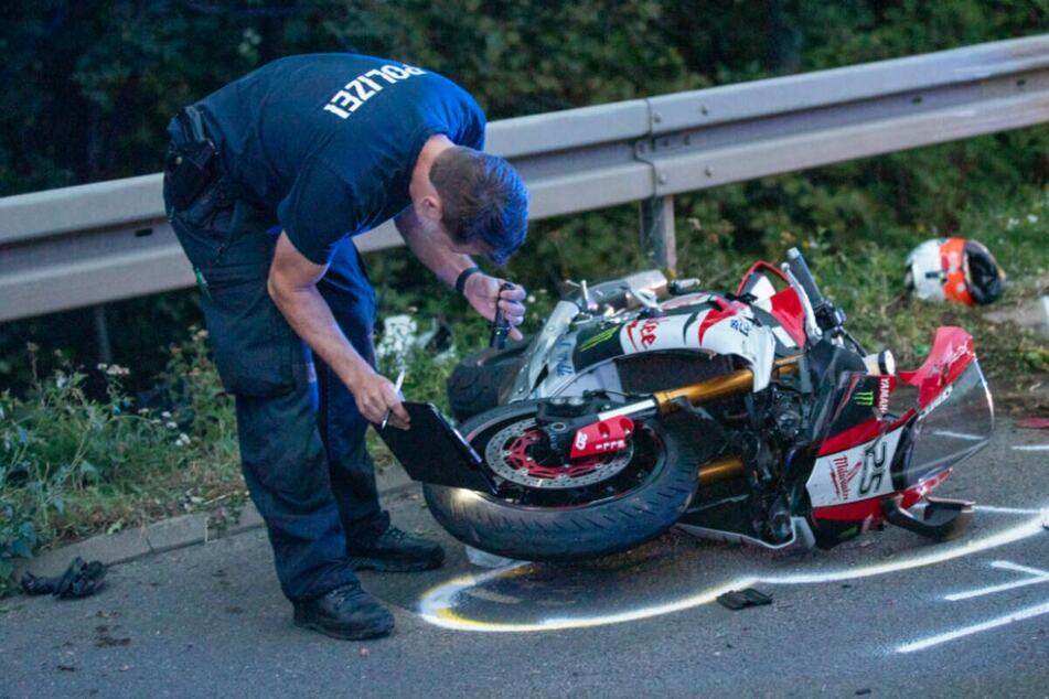 Unfall A46: Biker (60) stirbt bei heftigem Unfall auf der A46