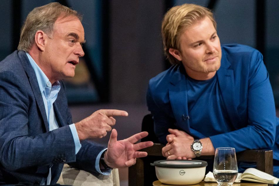 """Die """"Löwen"""" Dr. Georg Kofler (63, l.) und Nico Rosberg (35) tauschen sich im Rahmen der Sendung immer wieder über Präsentationen aus."""