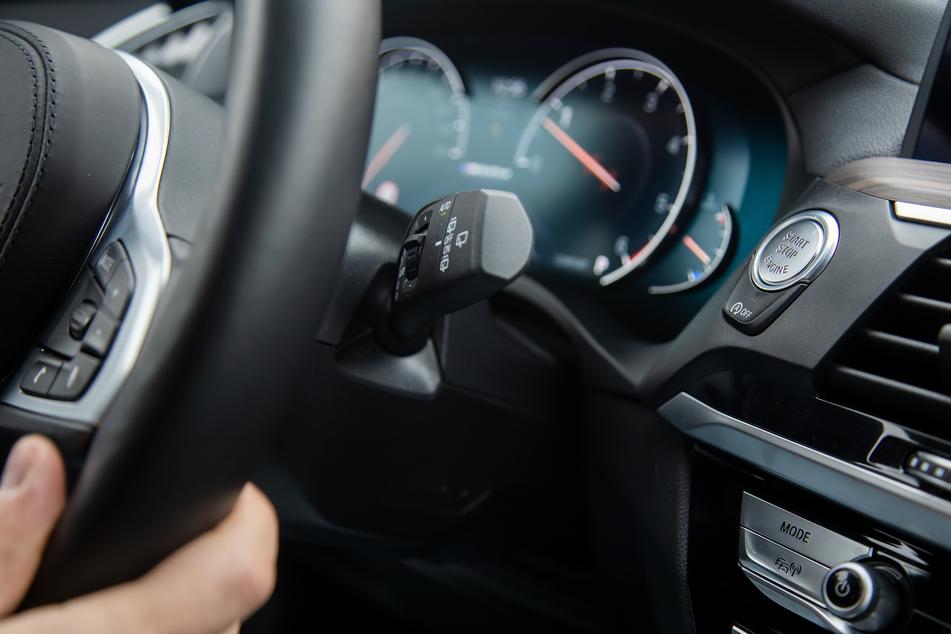 Unfall gebaut, weil Beifahrer Heizung anmachen will