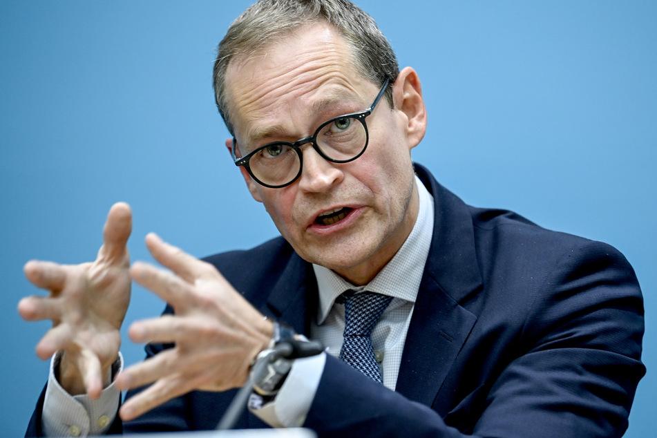 Berlins regierender Bürgermeister Michael Müller will die zur Eindämmung der Corona-Pandemie verhängte Sperrstunde gerichtsfest machen.