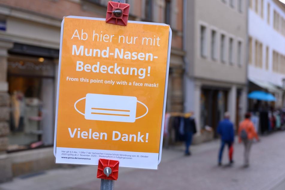 Aufgrund des Coronavirus herrscht in Pirna in Fußgängerpassagen eine Maskenpflicht.
