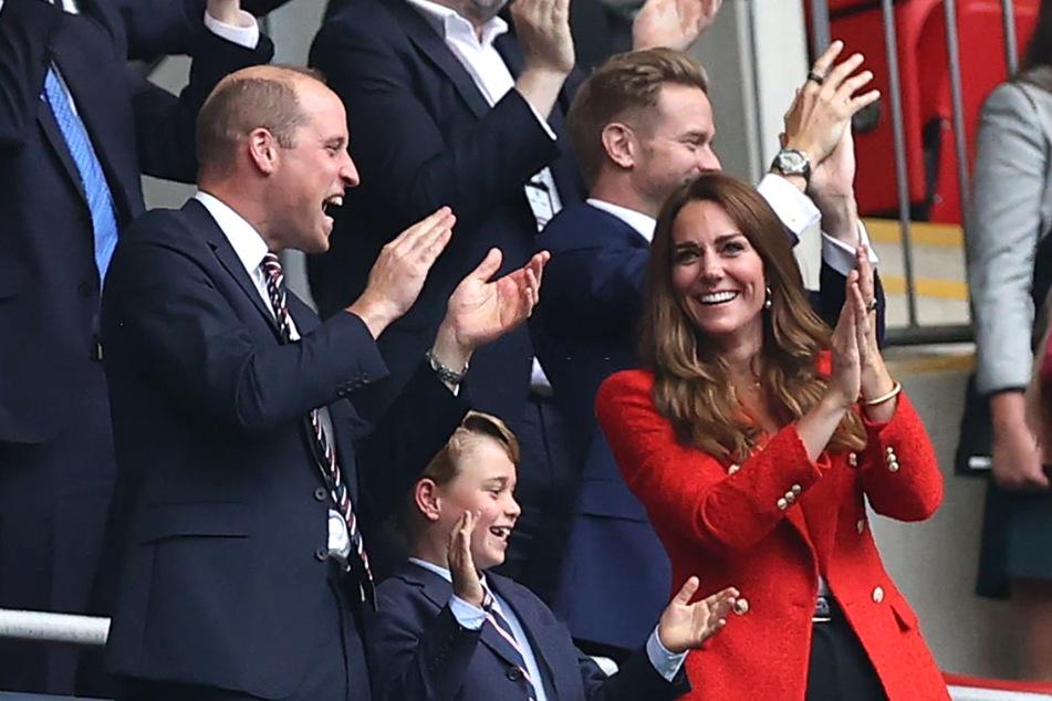 Im Freudentaumel: Prinz William (39) und Kate Middleton (39) zusammen mit ihrem Sohn George (7).