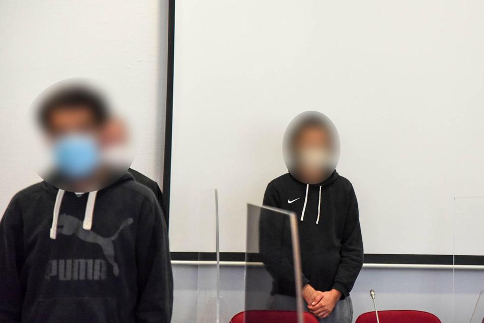 Im Prozess um einen Foltermord in einem Flüchtlingsheim in Lohmar (Rhein-Sieg-Kreis) hat das Bonner Landgericht die beiden Angeklagten (28, 29) zu langen Haftstrafen verurteilt.