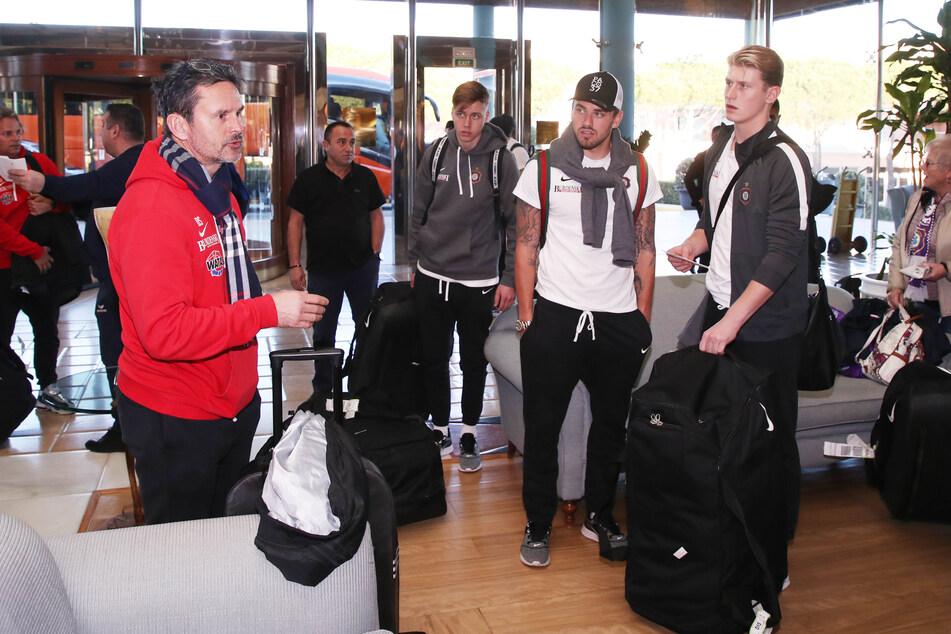 Einchecken ins Hotel geht für Dirk Schuster (l.) und sein Team maximal im Sommer, dann aber in der Region.