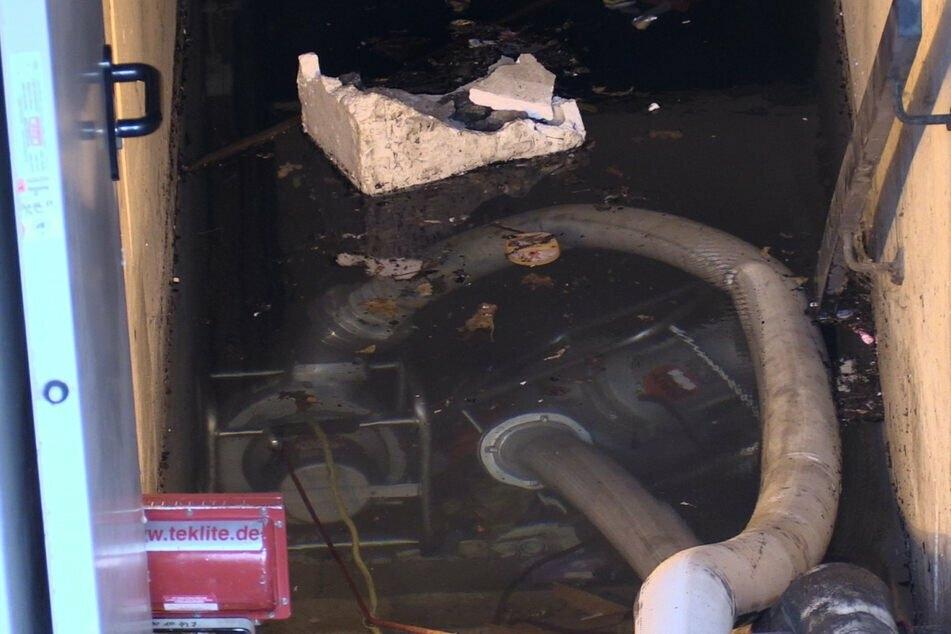 10 Millionen Liter Wasser aus Tiefgarage gepumpt: Feuerwehr beendet Einsatz in Düsseldorf