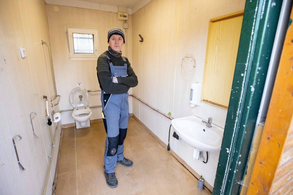 Die gröbsten Schäden hat Holm Vogel (55) selbst beseitigt. Wasser und Heizung funktionieren dennoch nicht, das Klo ist undicht.