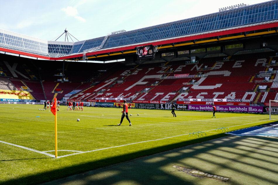 Hier trägt der 1. FC Kaiserslautern seine Heimspiele aus: im Fritz-Walter-Stadion auf dem Betzenberg.