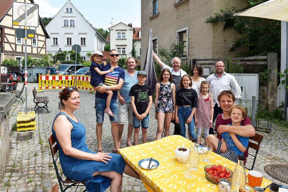 Frühstück statt Automief: Die Anrainer der Friedrich-Wieck-Straße trafen sich erneut zum Protest-Frühstück.