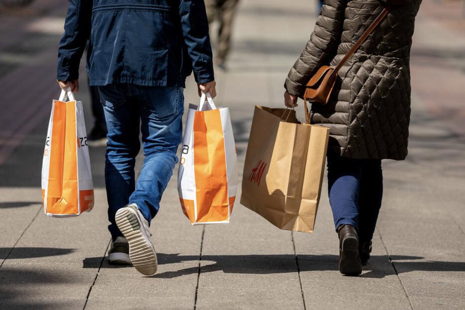 Während die Ladengeschäfte in den mitteldeutschen Innenstädten um ihre Existenz kämpfen mussten, boomte der Versand- und Onlinehandel. (Symbolbild)