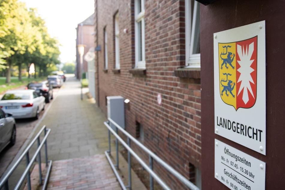 Der 30-Jährige muss sich vor dem Lübecker Landgericht verantworten. (Archivbild)