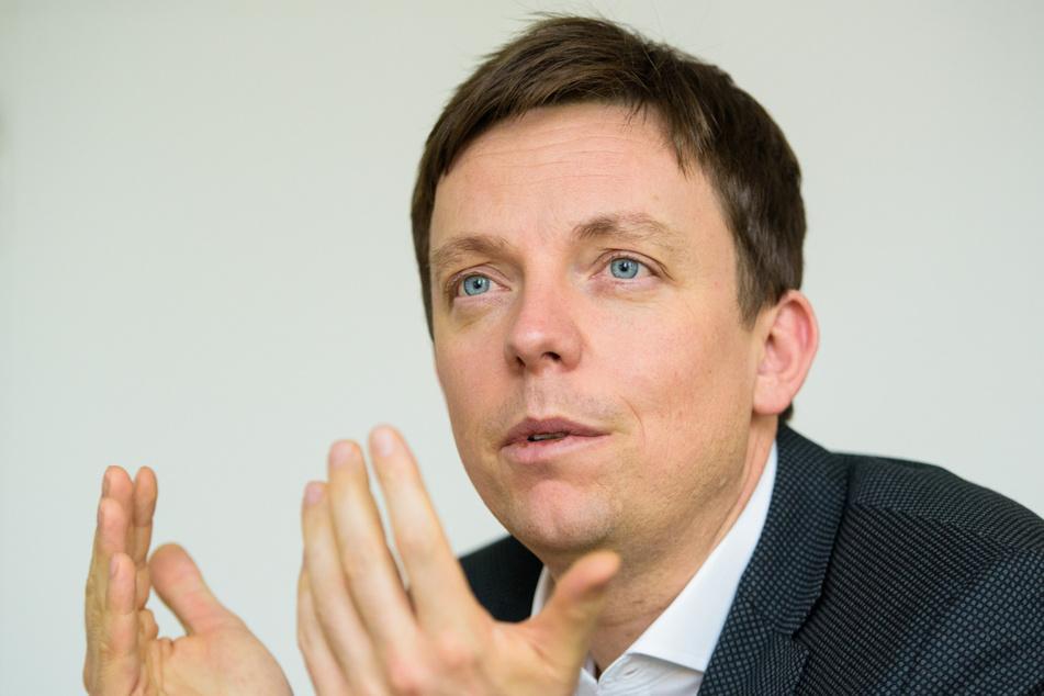 Tobias Hans (42, CDU), Ministerpräsident des Saarlandes, spricht während eines Interviews in seinem Büro. (Archivbild)