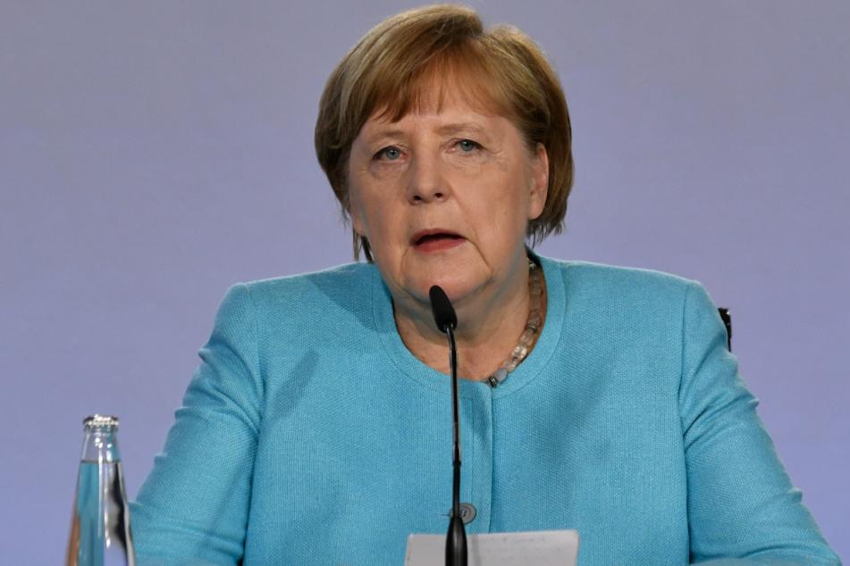Bundeskanzlerin Angela Merkel (CDU) spricht bei einer Pressekonferenz im Bundeskanzleramt am späten Mittwochabend.