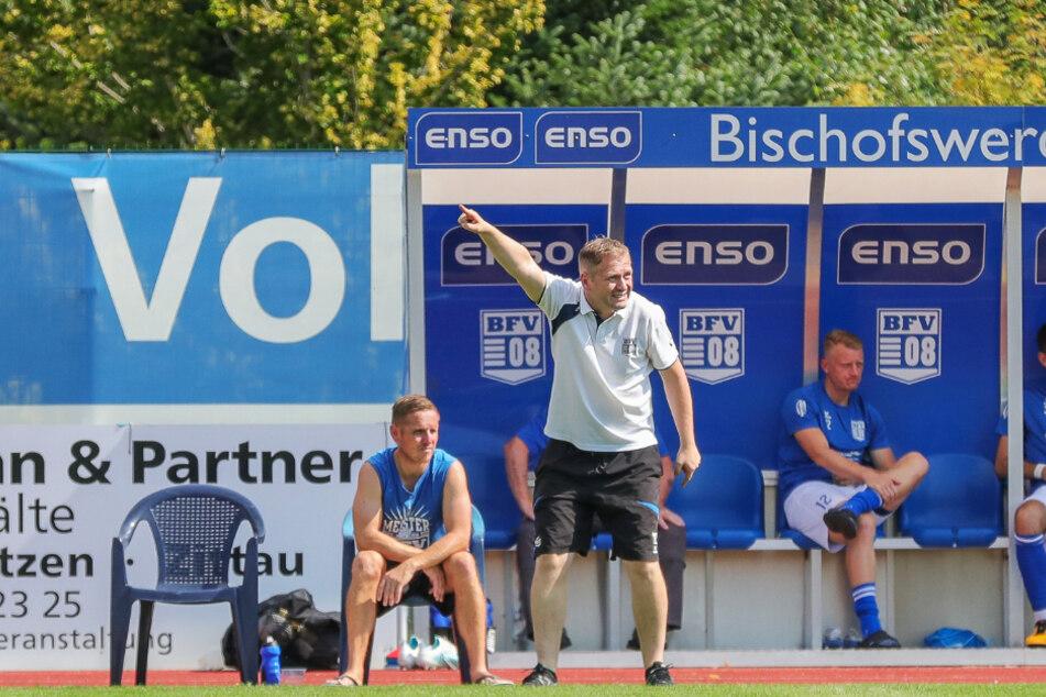 BFV-Trainer Erik Schmidt (2.v.l.) muss derzeit nichts dirigieren. Seine Mannschaft muss zum zweiten Mal in Folge coronabedingt pausieren.