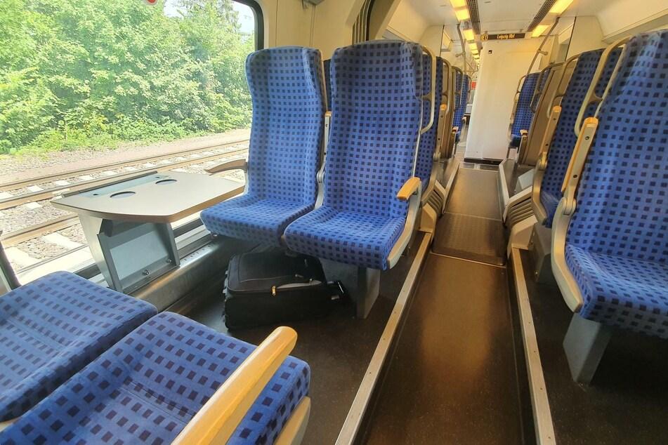 Der herrenlose Koffer lag unter einer Sitzgruppe im Regionalexpress.