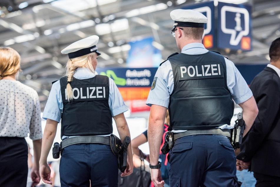 Der Bundespolizei ist am Flughafen Köln/Bonn ein mit Haftbefehl gesuchter Mann ins Netz gegangen. (Symbolbild)