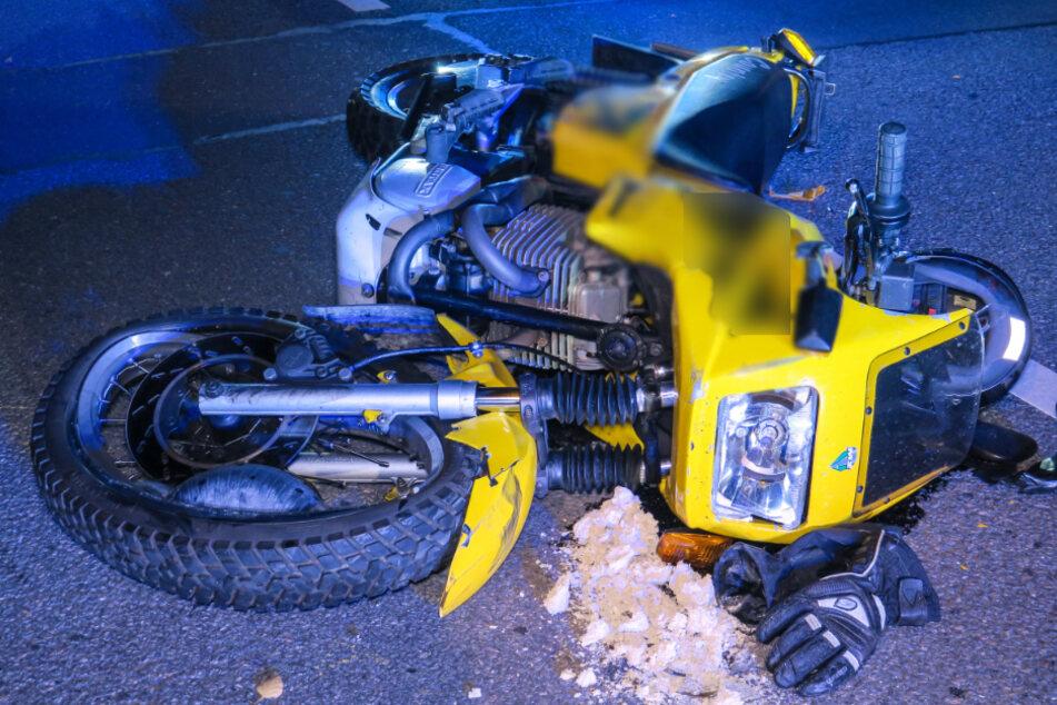 Der Motorradfahrer kam verletzt ins Krankenhaus.