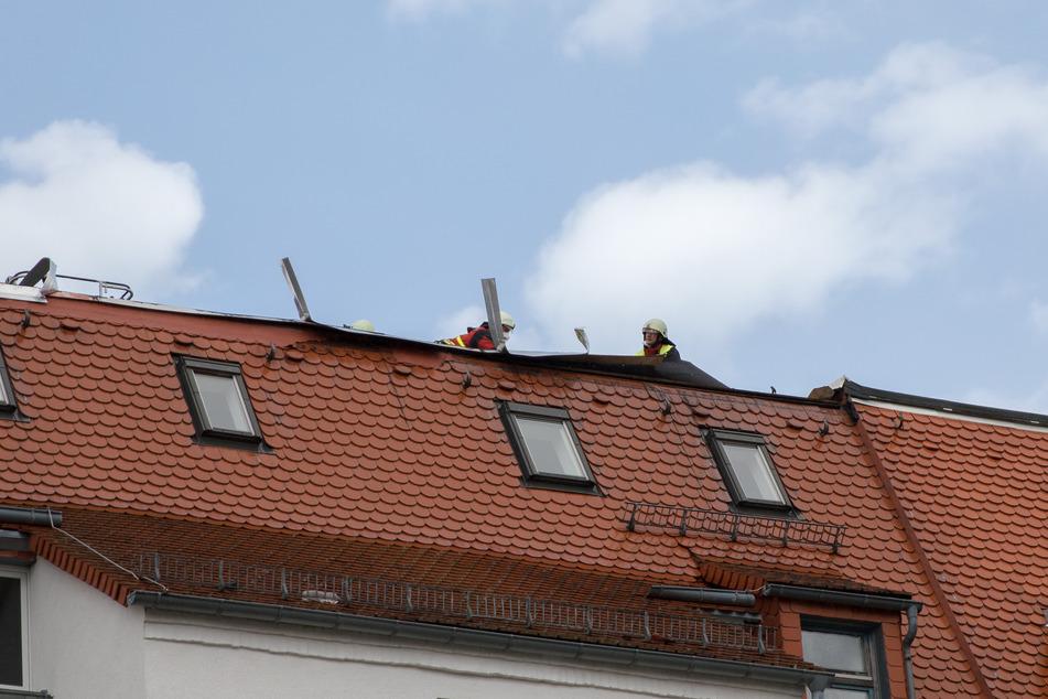 Auch Dächer wurden durch den Sturm beschädigt, wie hier in Freiberg.