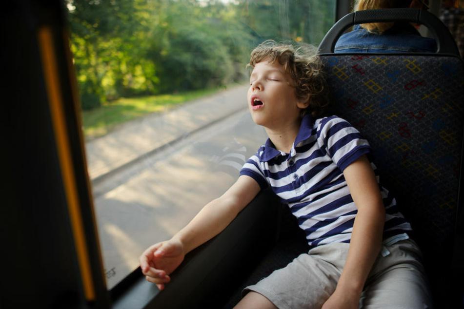 Ein 9-Jähriger war am Samstagabend auf der Busfahrt von Bad Salzungen nach Merkers eingeschlafen. Seine Eltern waren unabsichtlich ohne ihren Sohn ausgestiegen. (Symbolbild)