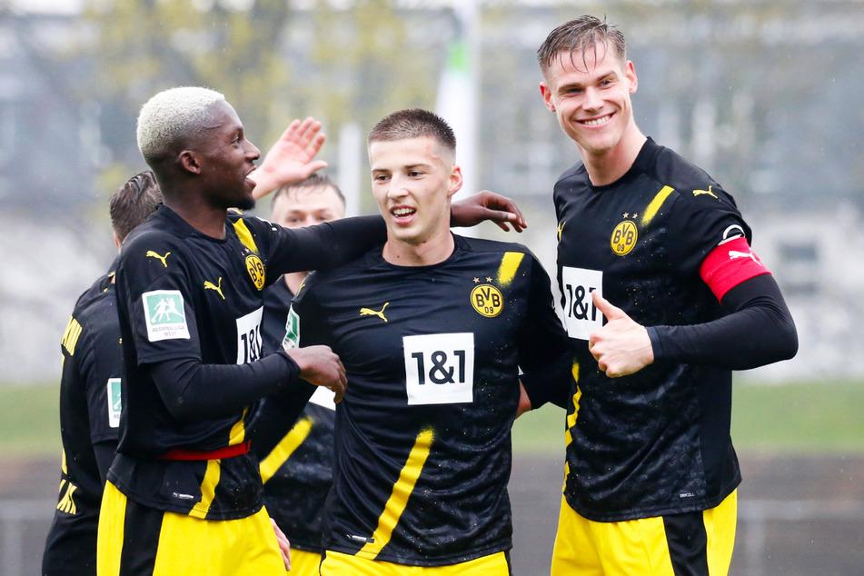 BVB-II-Kapitän Steffen Tigges (22, r.) glänzte gegen Gladbach II mit zwei Toren und einer Vorlage. Auch Richmond Tachie (21, l., ein Treffer, ein Assist) und 2:0-Vorlagengeber Tobias Raschl (21) hatten großen Anteil am klaren Erfolg.