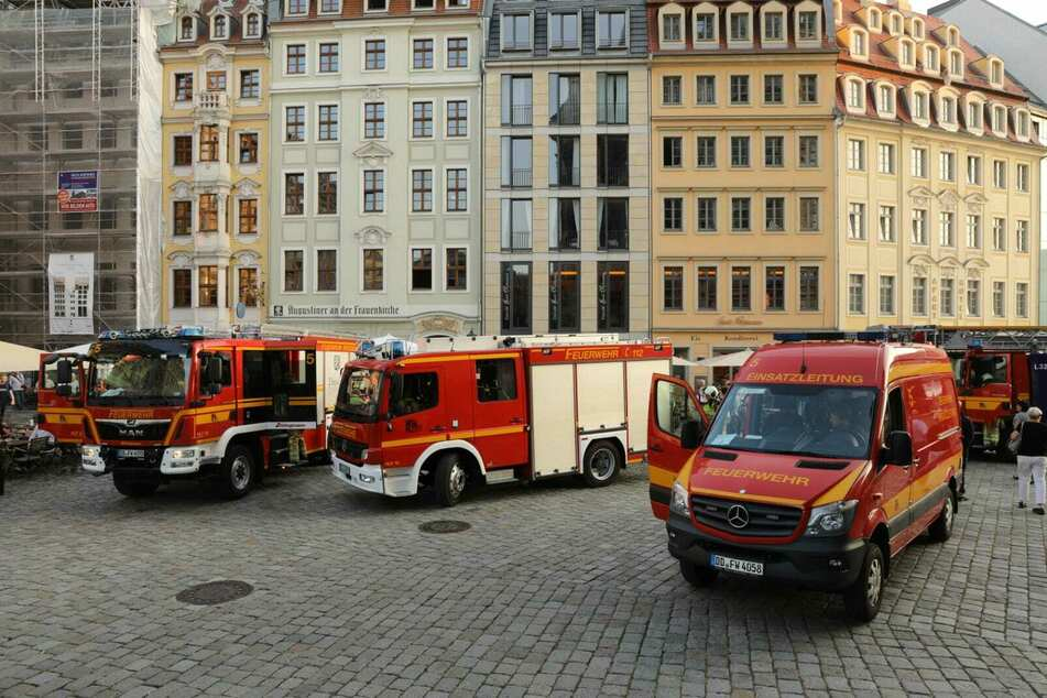 Ein Löschzug der Feuerwehr rückte aus.