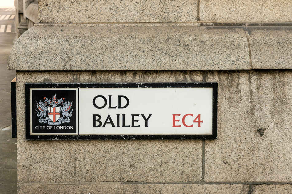 Der Strafgerichtshof Old Bailey verhandelt bedeutende Kriminalfälle im Vereinigten Königreich und steht an der Stelle des mittelalterlichen Stadttores Newgate in London.