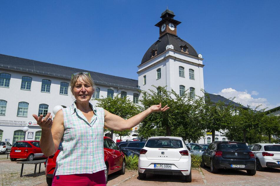 """Geschäftsführerin Birgit Eckert (68) sanierte ab 1996 die """"Ruine"""" der Schönherr-Fabrik. Heute gibt es hier mehr als 100 Unternehmen und 1000 Arbeitsplätze."""
