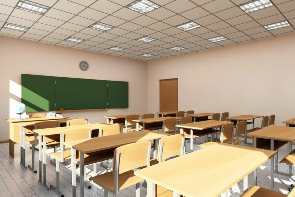 Im Landkreis Greiz müssen aufgrund der hohen Inzidenz Schulen und Kitas wieder schließen. (Symbolbild)