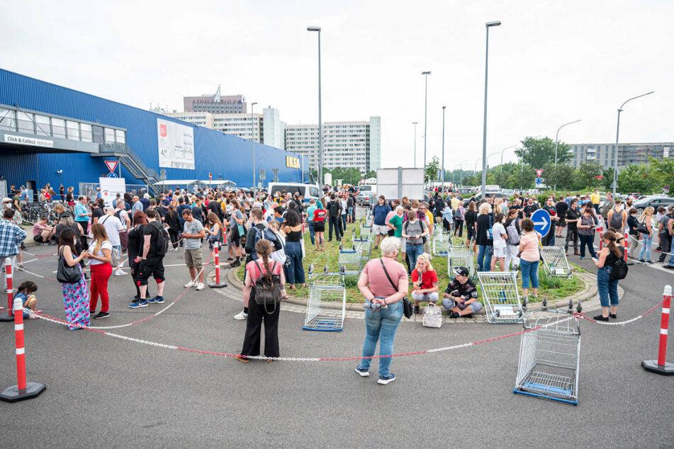 Neben dem Drive-in gibt es auf dem Ikea-Parkplatz in Lichtenberg auch ein Walk-in für impfwillige Fußgänger.