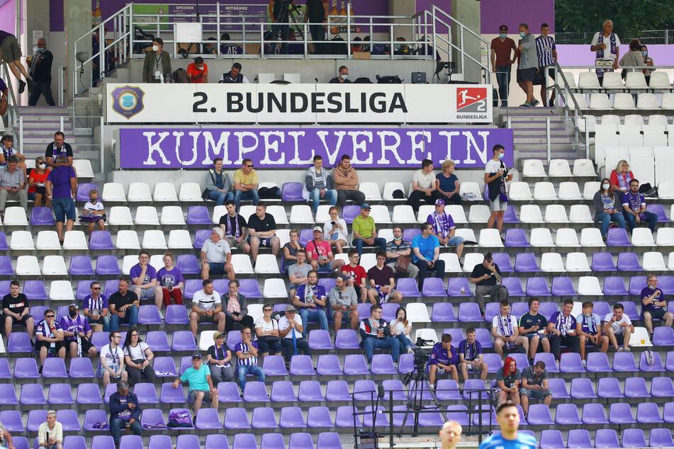 Rund 1400 Zuschauer verfolgten das Match im Sparkassen-Erzgebirgsstadion.