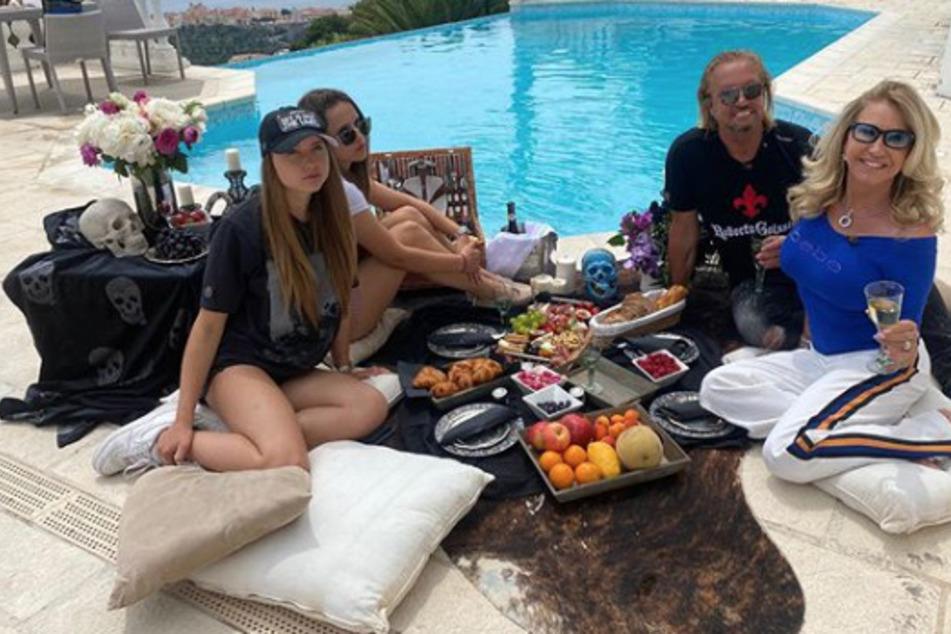 Dekadentes Pool-Frühstück bei Familie Geiss!