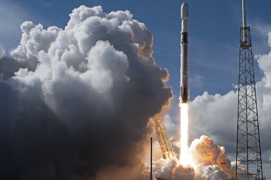SpaceX to send first all-civilian crew to space later this year