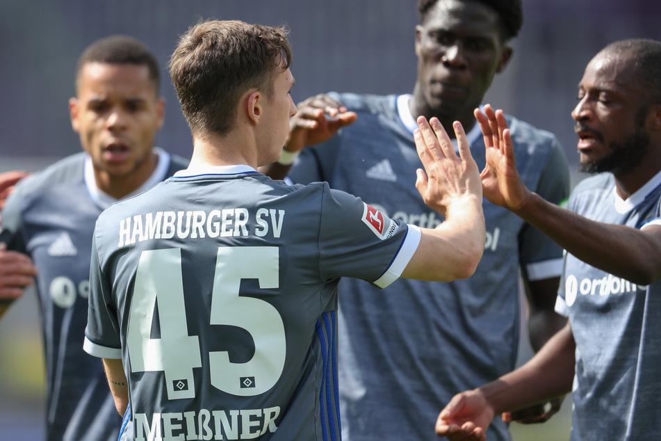 Robin Meißner (2.v.l.) jubelt mit seinen HSV-Mitspielern über seinen Ausgleich gegen den VfL Osnabrück, der die Hoffnung ins Spiel der Rothosen zurückbrachte.